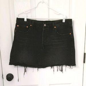 Levi' s distressed black mini skirt Size 34